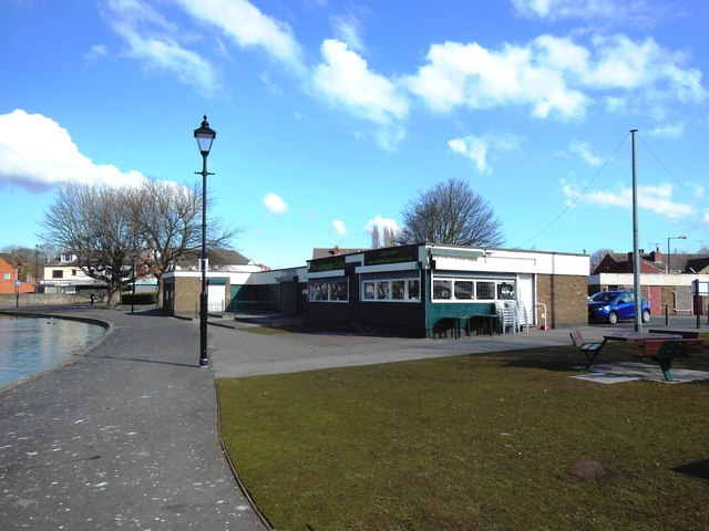 lakeside cafe and boat house  askern     u00a9 bill henderson cc 2 0    geograph britain and