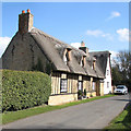 TL4065 : Longstanton: thatched house in St Michael's Lane by John Sutton