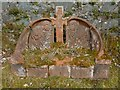 NS2489 : Art Nouveau memorial in Faslane Cemetery by Lairich Rig