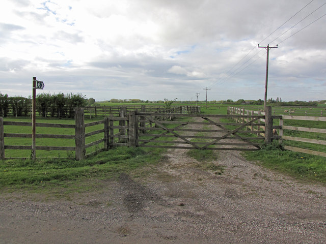 The start of the path from Church Lane to Flatmans Lane