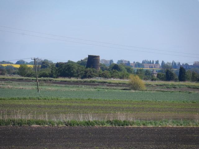 Disused windmill near Wellington Farm