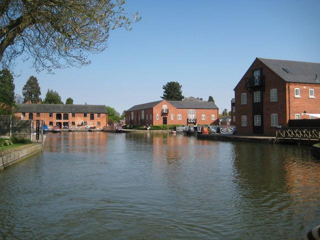 grand union canal  market harborough     u00a9 nigel cox cc