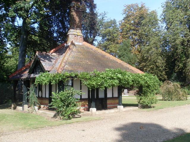 Queen Victoria U0026 39 S Tea House On The     U00a9 David Hillas Cc