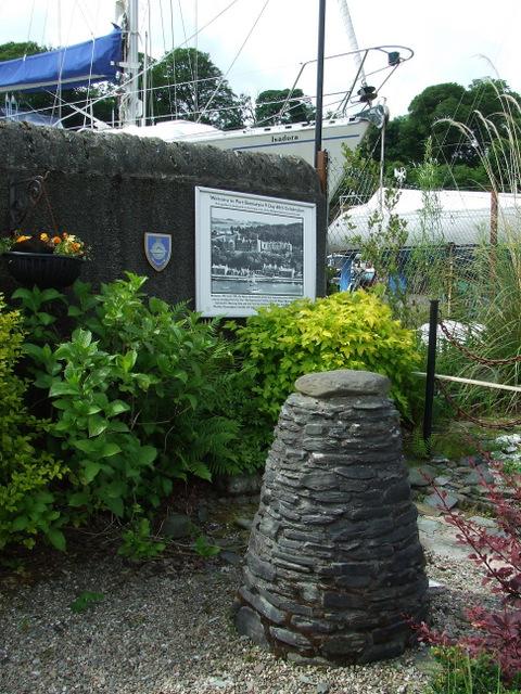 Cairn at Port Bannatyne