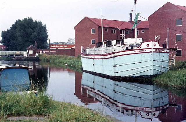Sabrina YHA on Selby Canal April 1982