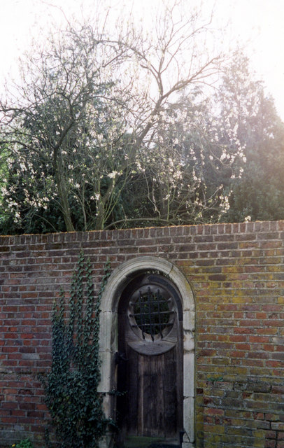 Door In The White House Garden Wall 169 Jo Turner Cc By
