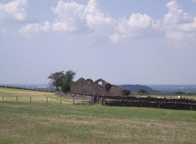 Derelict barn in farmland near Tockholes