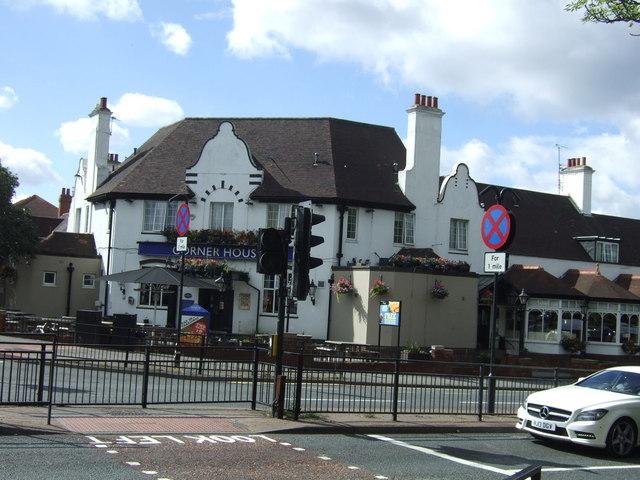 Corner House, Heaton