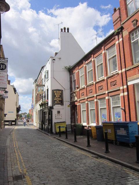 Ye Olde Black Boy, High Street, Hull © Ian S cc-by-sa/2.0 ...