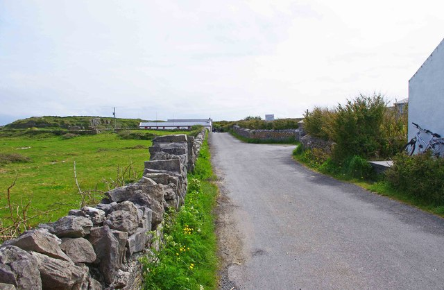 The road to Dún Aengus, Cill Mhuirbhigh (Kilmurvy), Inishmór (Árainn), Aran Islands, Co. Galway