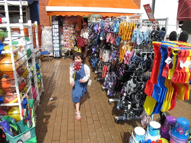 bucket and spade shop  brighton beach  u00a9 david hawgood cc