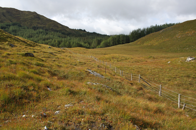 Moorland fence south of Meall a' Bhuige