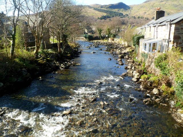 Afon Glaslyn flows towards the confluence with Afon Colwyn in Beddgelert