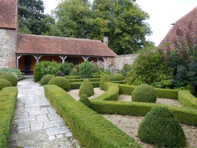 Rymans - box hedges and loggia