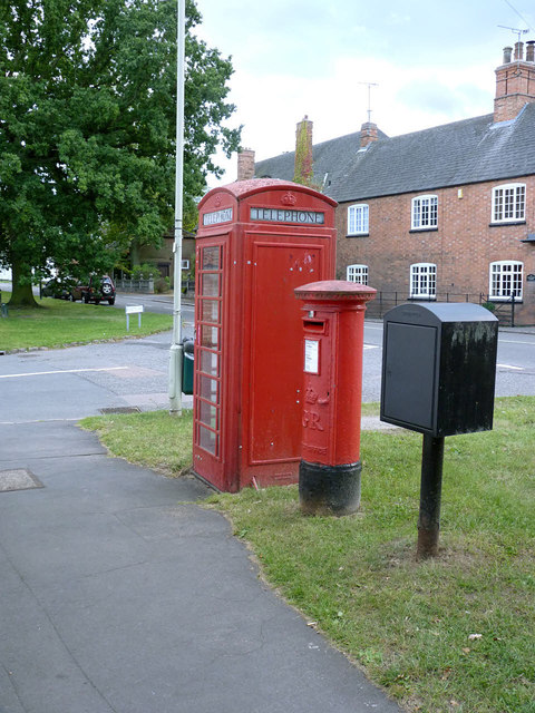 K6 telephone kiosk and postbox, Cossington