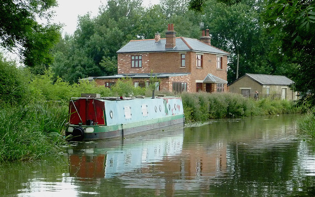 Canalside house north-east of Fleckney, Leicestershire