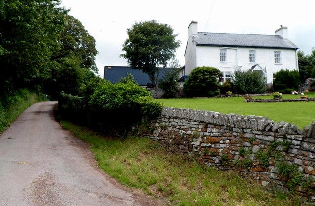 Llwyncrwn farmhouse SE of Tretower