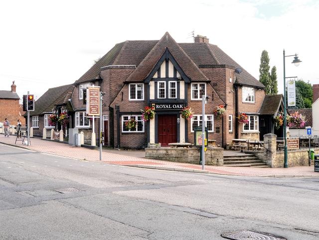 Edwinstowe, Royal Oak