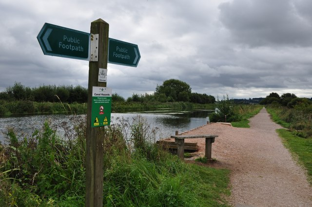 Teignbridge : The Exeter Canal & Signpost