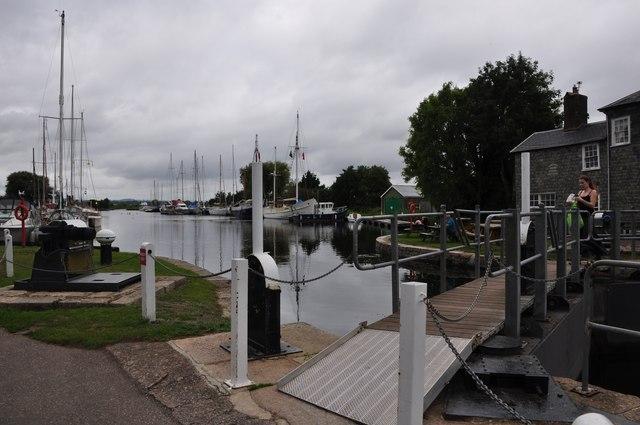 Teignbridge : The Exeter Canal & Turf Lock