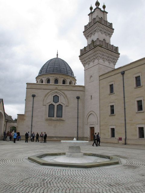Oxford Centre for Islamic Studies, courtyard, dome and minaret