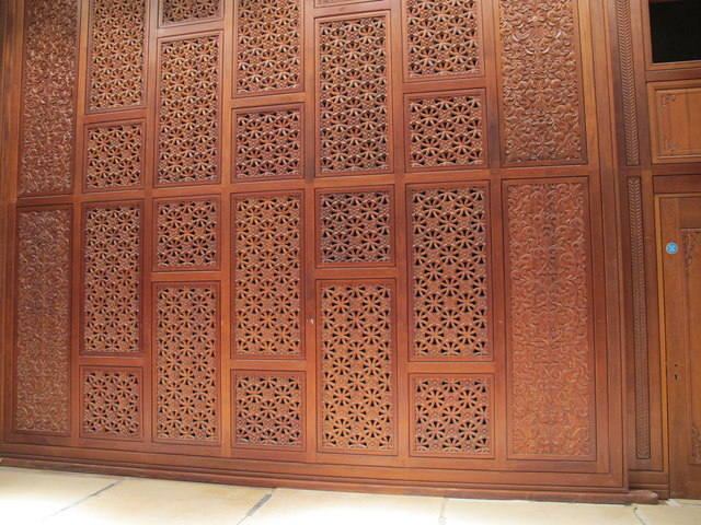 Oxford Centre for Islamic Studies, carved wood screen