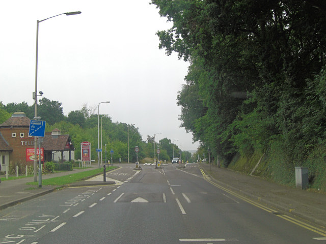 Norcott Road junction with Pottery Road