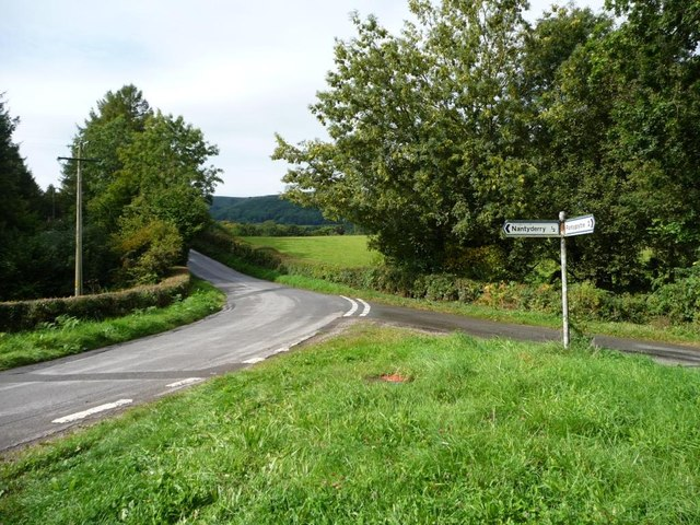 Road junction between Coed Abergwenllan and Llwch