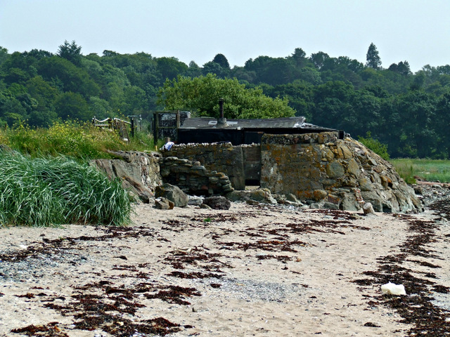 Beach hut at Lunderston Bay