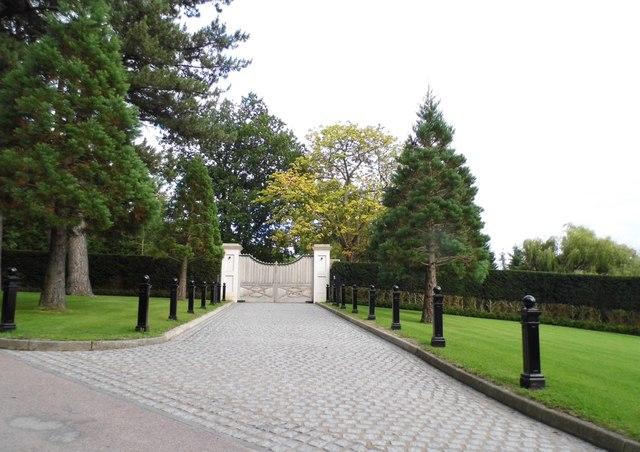 Entrance to Home Farm, Ponsbourne Park