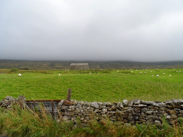 Barn and low cloud over the fells, Outhgill