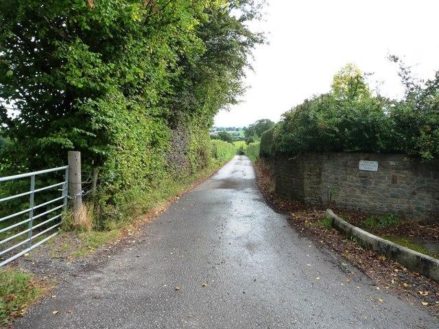 Public bridleway to Pen-twyn