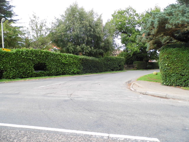 Hanyards Lane at the junction of East Ridgeway