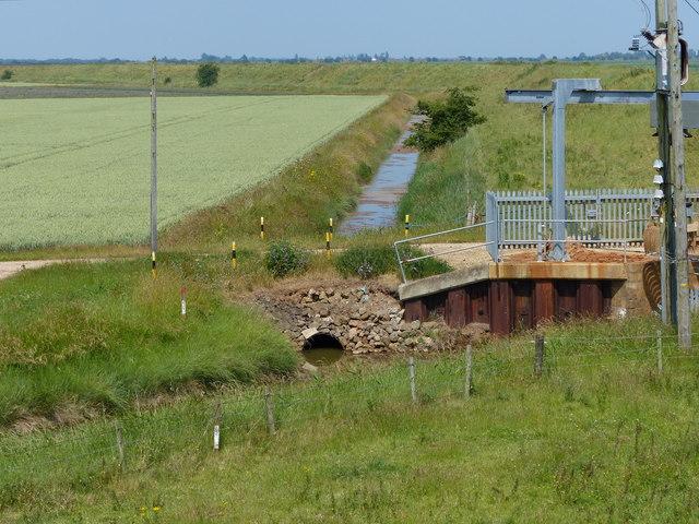 Farmland and drain behind the sea bank