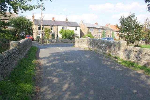 View towards Leyburn Road over Captain's Bridge