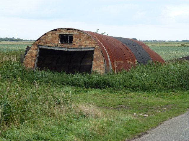 Nissen hut on Straight Drove, Farcet Fen