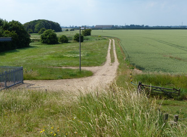 Track to Kirton Marsh pumping station