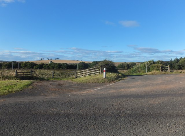 Field entrance and road to Fairnieside
