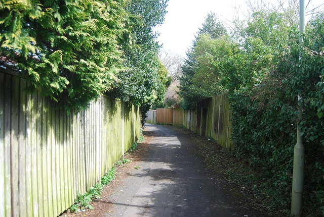 Urban footpath from Highfield Gardens