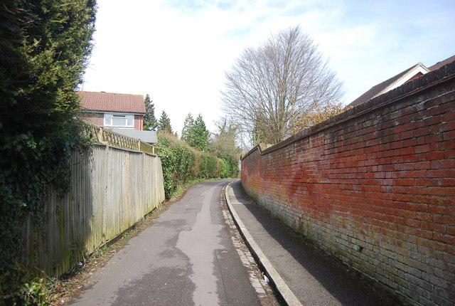 Urban footpath to Croft Rd
