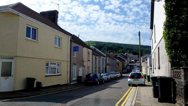 Ynys-Llwyd Street