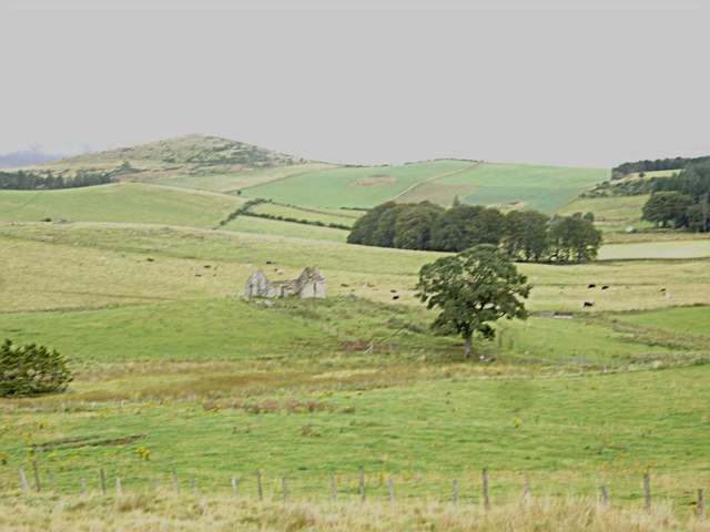 Ruined croft by Burn of Craig