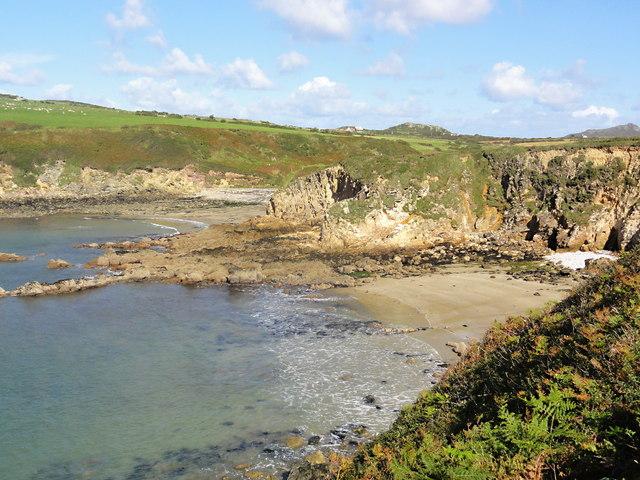 Porthlysgi Bay
