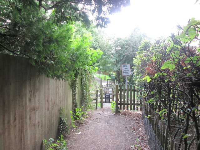 Footpath crossing the Ecclesbourne Valley Railway