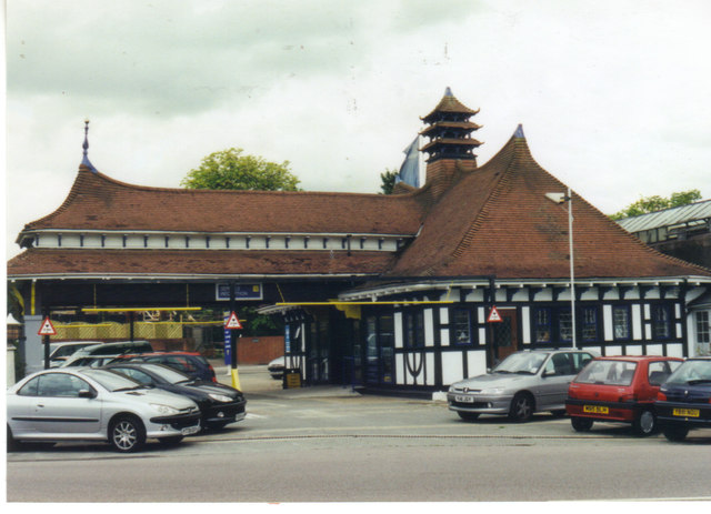 The Chinese Garage on Stone Park Avenue, c2001