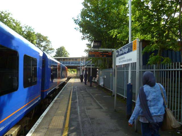 Kew Bridge station looking east
