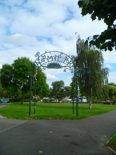 Western entrance to Watermans Park