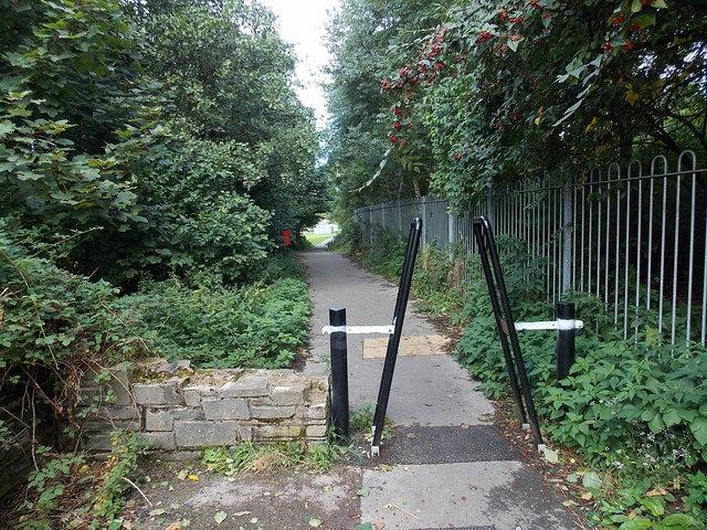 Barrier across a path near Duffryn Park, Blaina