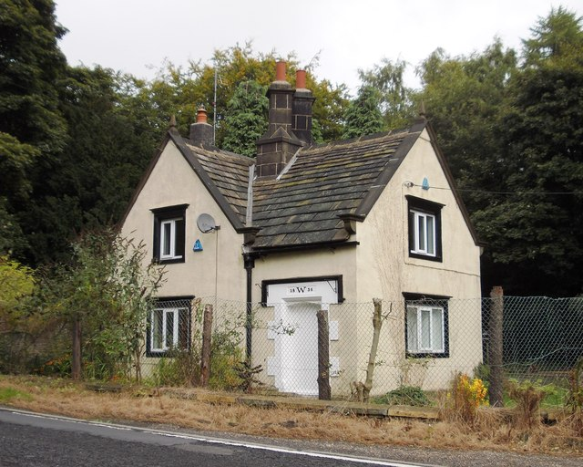 Lodge house by the A629