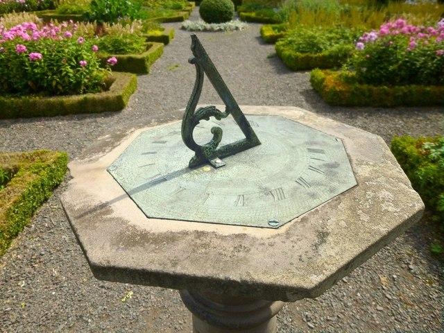 Sundial: detail